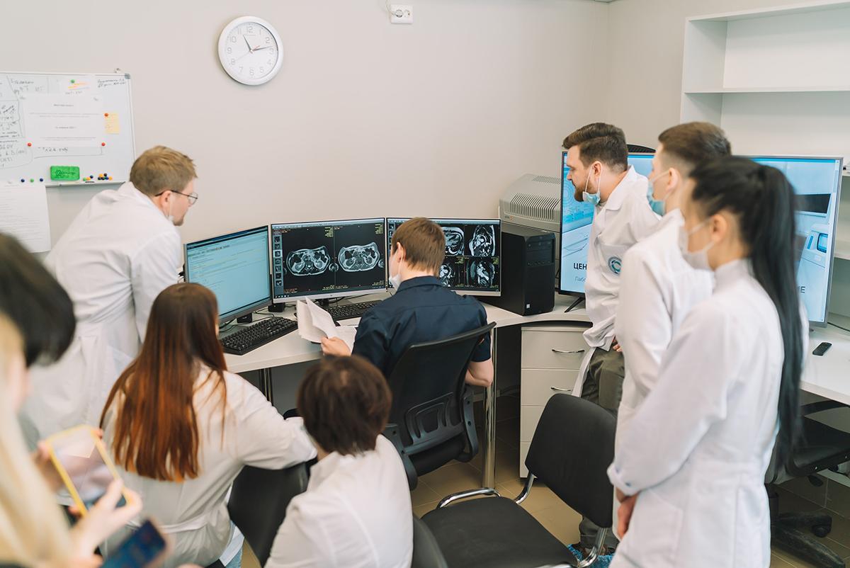 Врач НМХЦ им. Н.И. Пирогова Олег Бронов провел мастер-класс кировским рентгенологам